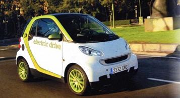 Coche eléctrico Smart ForTwo, en España.  La autonomía es de 130 km a una velocidad de 100 km/h.